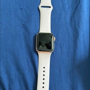 Series 5 Apple Watch 40mm rose gold